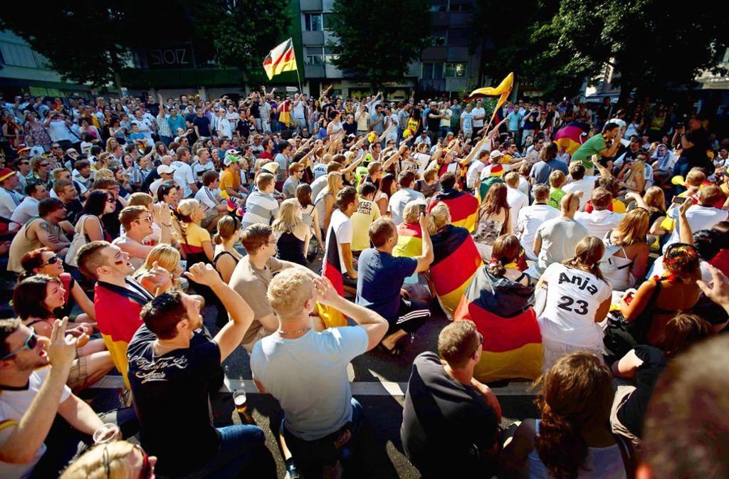 Beim Public Viewing wird gemeinsam gejubelt. Foto: Gottfried Stoppel
