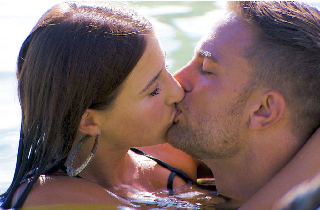 Das Interesse an Natali schien bislang wenig ausgeprägt. In Folge sechs fiel nun der erste Kuss zwischen ihr und Sebastian. Foto: RTL//TVNOW