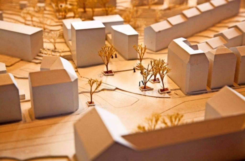 So sieht der Siegerentwurf für die Neugestaltung des Stöckachplatzes und des Areals der Hauswirtschaftlichen Schule (die vier Gebäude in der Mitte oben hinter dem Platz). Im Vordergrund unscharf ist das Zeppelin-Gymnasium zu erkennen. Foto: Lichtgut/Leif Piechowski