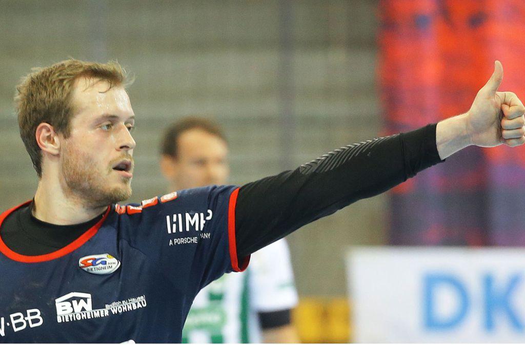 Daumen nach oben: Die SG BBM Bietigheim und ihr Kapitän Patrick Rentschler haben wieder realistische Chancen auf den Klassenverbleib in der Handball-Bundesliga. Foto: Baumann