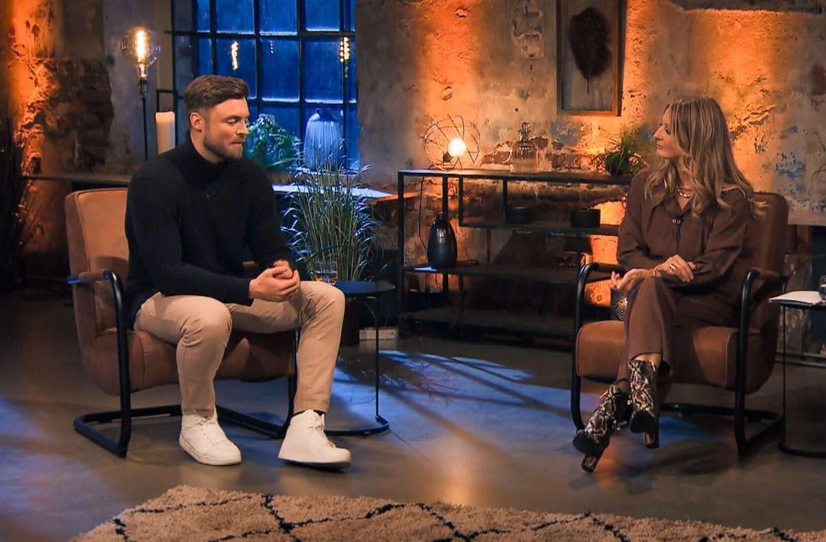 """Niko Griesert musste sich nach dem """"Bachelor""""-Finale den unangenehmen Fragen von Frauke Ludowig stellen. Foto: RTL/TVNOW"""