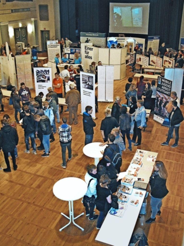 30  Unternehmen und Institutionen beteiligten sich an der Messe. Foto: