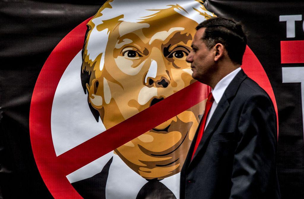 Ein Anti-Trump-Plakat in Sao Paulo (Brasilien): auch die Weltpresse hält  nicht viel von ihm. Foto: ZUMA