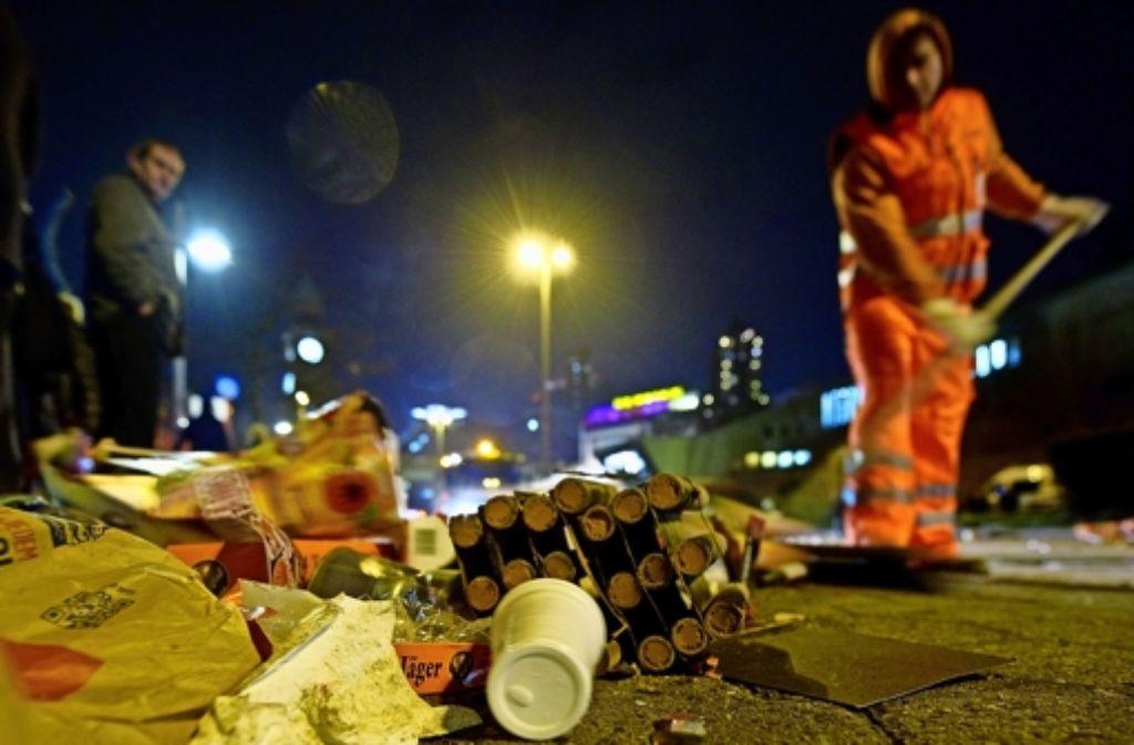 Fürs Beseitigen der Hinterlassenschaften des Nachtlebens bittet die Stadt die Anwohner des Zentrums zur Kasse. Foto: dpa