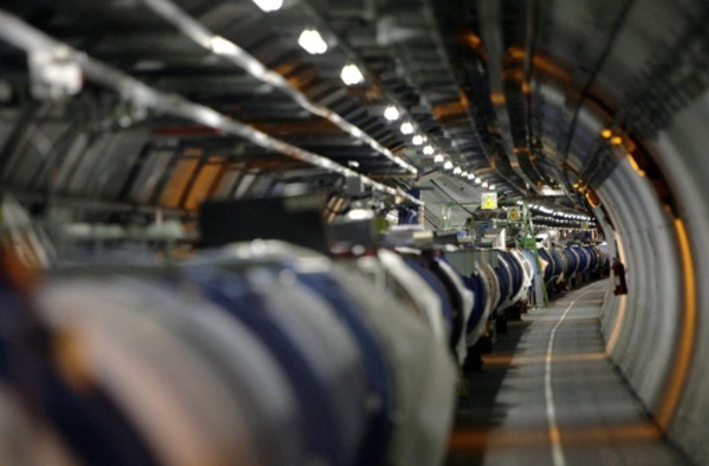 Gibt wieder Vollgas: Die Riesenröhre in Genf. Foto: AP