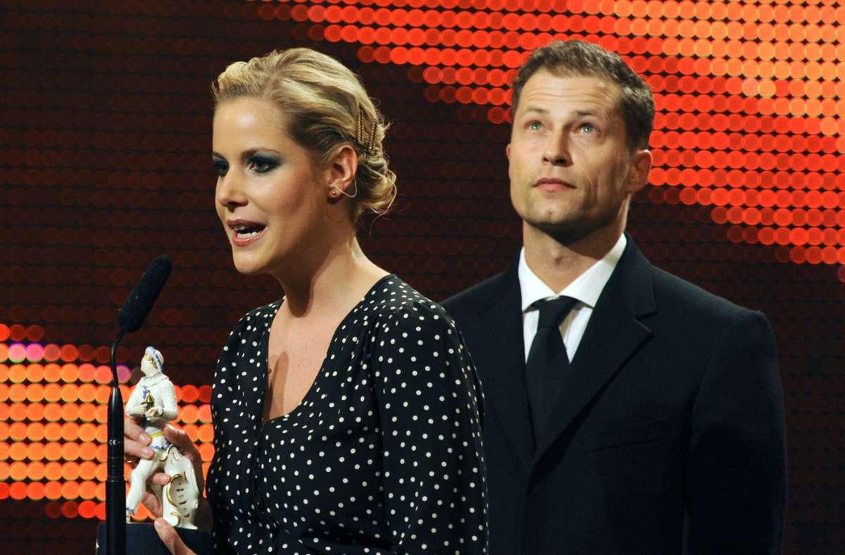 """Drehbuchautorin Anika Decker und Schauspieler Til Schweiger 2009 bei der Verleihung des Bayerischen Filmpreises im Cuvilliestheater. Der Film """"Keinohrhasen"""" wurde damals mit dem """"Publikumspreis"""" ausgezeichnet. Foto: dpa"""