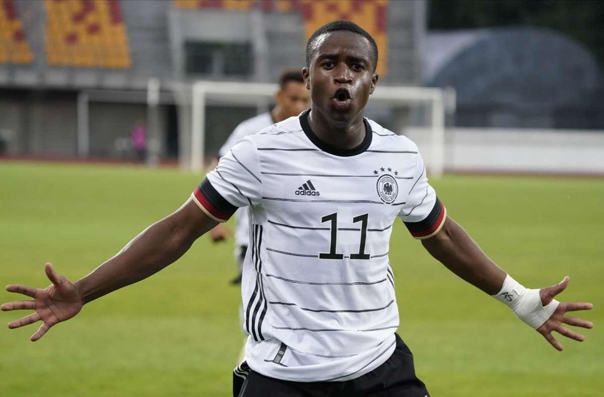 Die Erfolgsgeschichte geht weiter: Youssoufa Moukoko (16) schießt seine Tore nun auch in der U-21-Nationalmannschaft. Foto: dpa/Oksana Dzadan