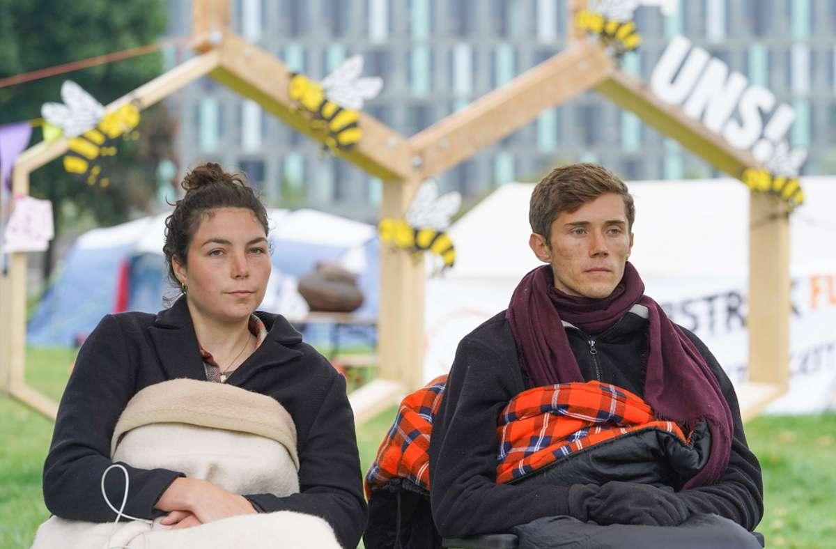 Henning Jeschke und Lea Bonasera haben ihren Hungerstreik beendet. Foto: dpa/Jörg Carstensen