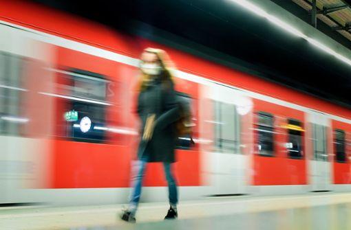 Exhibitionist verlässt S-Bahn mit entblößtem Glied
