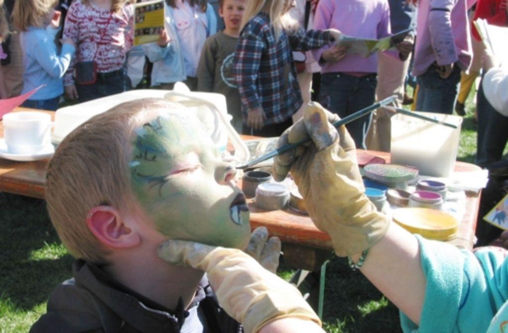 Beim diesjährigen Pfingstferienprogramm in Degerloch konnten die Kinder auch geschminkt werden. Foto: Archiv Frederike Poggel
