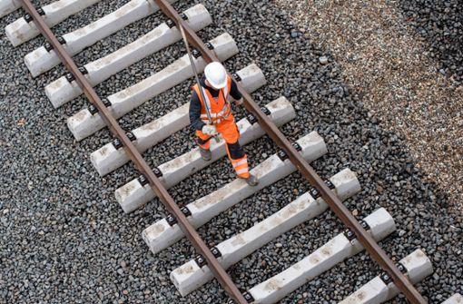 Bahnfahrer brauchen auf Strecke Stuttgart-München Geduld