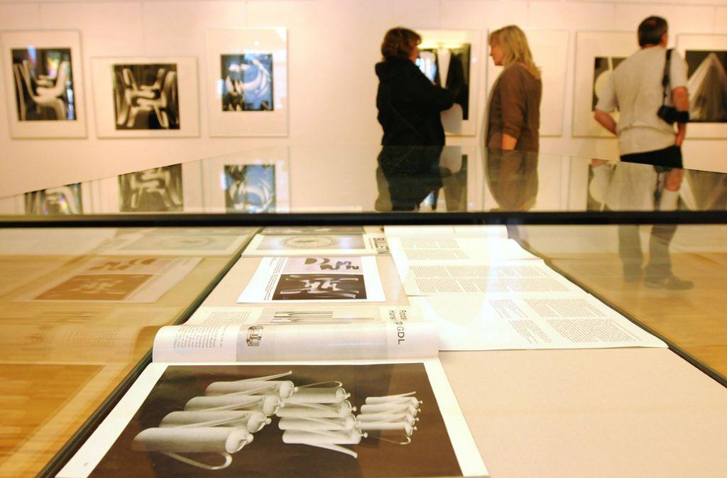 Damit die Bilder im Archiv für Ausstellungen verwendet werden können, muss eine Nutzungsvereinbarung erstellt werden. Abgebildet ist die Ausstellung der Leinfelden-Echterdinger Fotografin Hansi Müller-Schorp, die 2012 den Kunstpreis erhielt. Foto: Günter Bergmann