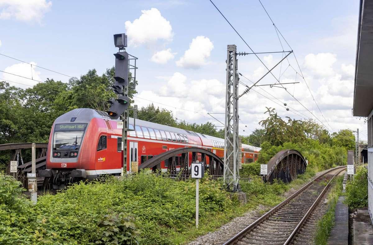 Die ausgebremste Regionalbahn war auf dem Weg von Heilbronn nach Stuttgart. (Symbolbild) Foto: imago images/Arnulf Hettrich