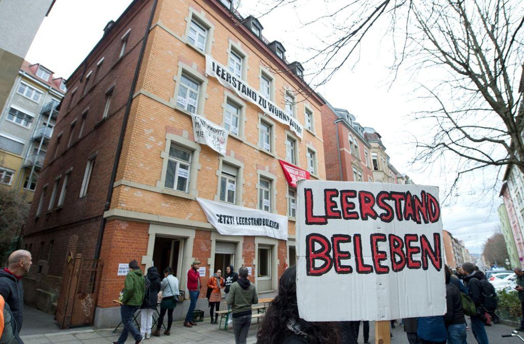 Seit vergangenen Samstag ist das Haus an der Forststraße in Stuttgart-West besetzt. Foto: Oliver Willikonsky - Lichtgut