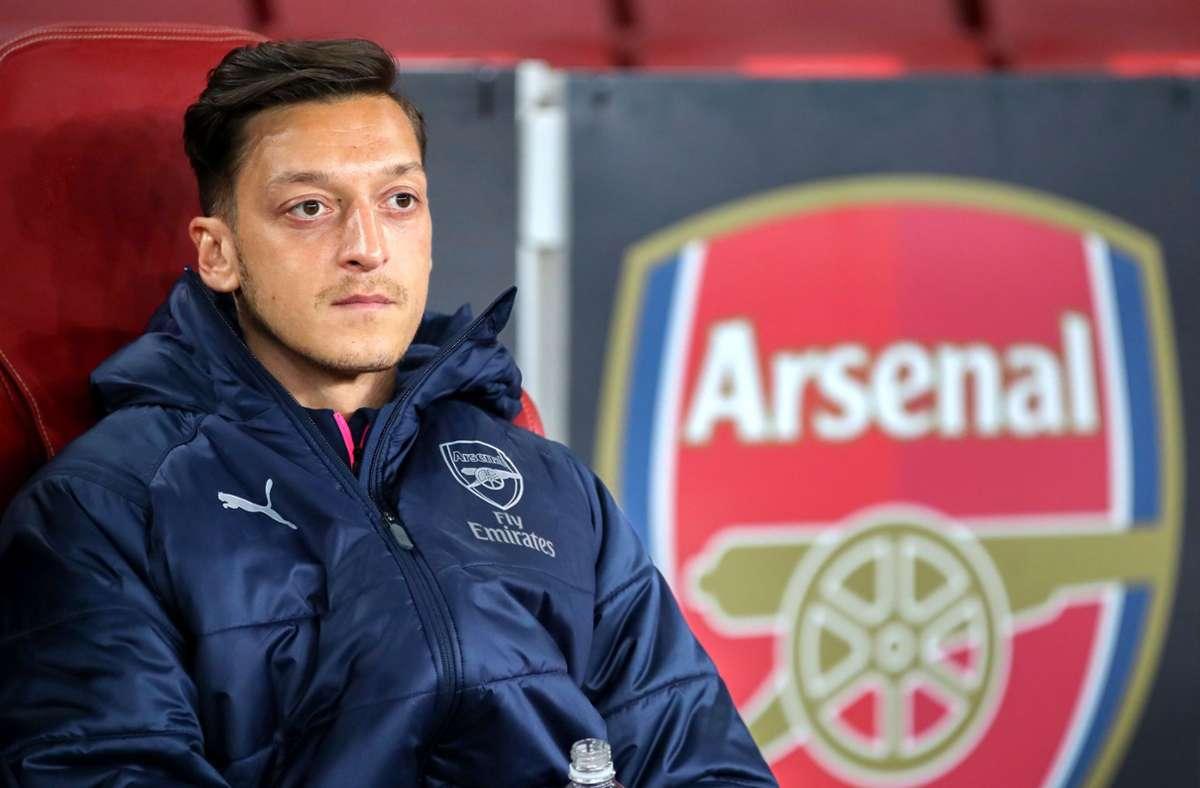 Weltmeister Mesut Özil darf beim FC Arsenal derzeit nicht mal mehr auf der Ersatzbank Platz nehmen. Foto: dpa/Nick Potts Foto: