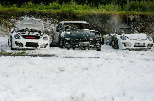 Acht Porsche brennen aus – Brandstiftung vermutet