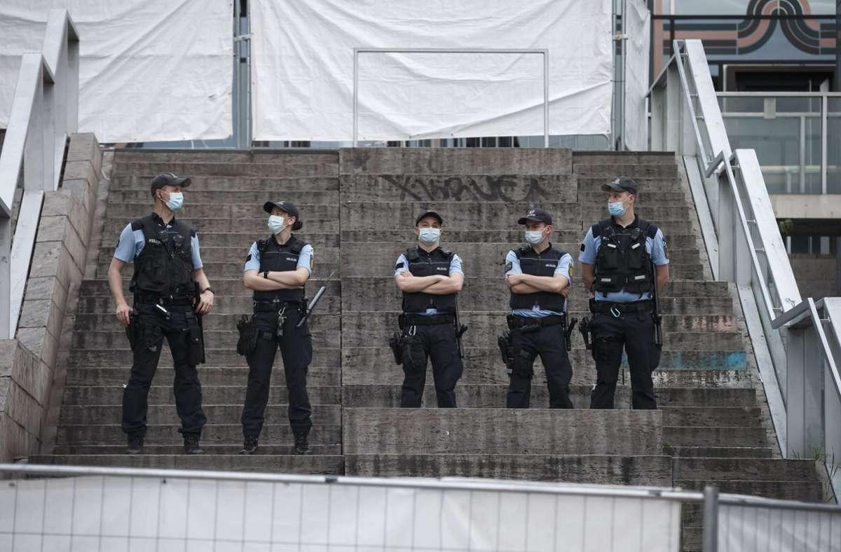Die Polizei zeigte nach den Vorkommnissen am vergangenen Wochenende verstärkt Präsenz. Foto: Lichtgut/Julian Rettig