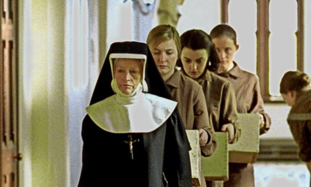 """Wie Nonnen in Heimen unverheiratete Mütter schikanierten, ist Thema des Films """"Die unbarmherzigen Schwestern"""". Foto: picture alliance"""