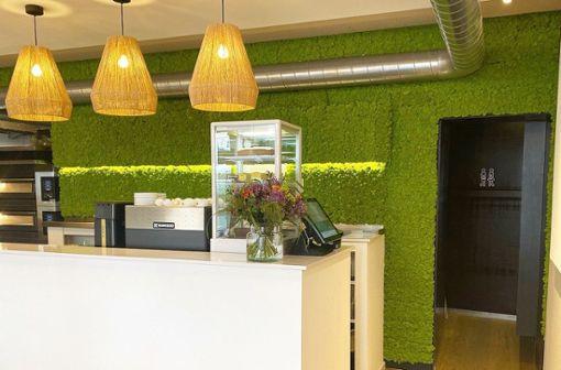 Nachhaltig und vor allem einladend ist auch die Einrichtung im Organic Kitchen in der Calwer Straße in Stuttgart.