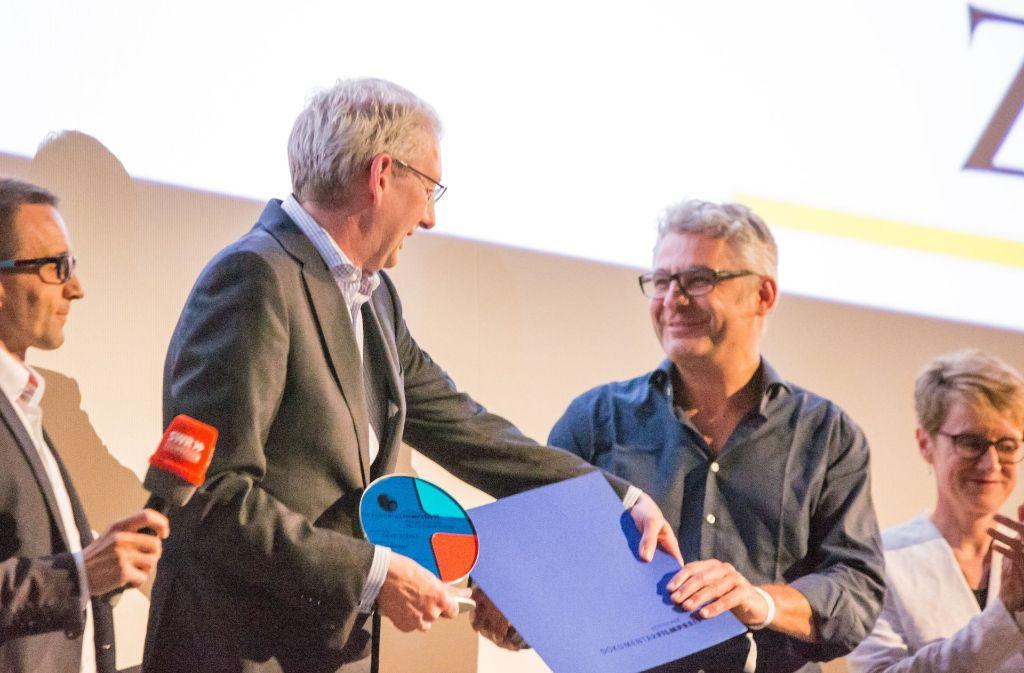 Der Filmemacher David Bernet (rechts) mit StZ-Chefredakteur Joachim Dorfs Foto: Lichtgut/Julian Rettig