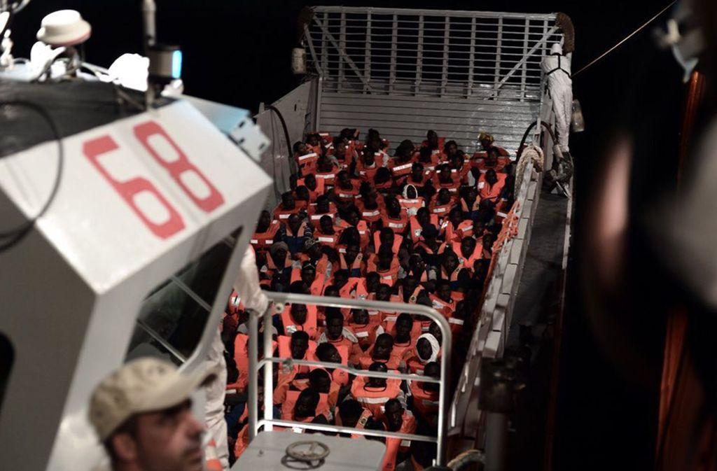 "Rund 600 Flüchtlinge sind an Bord der ""Aquarius"". (Archivfoto) Foto: dpa"