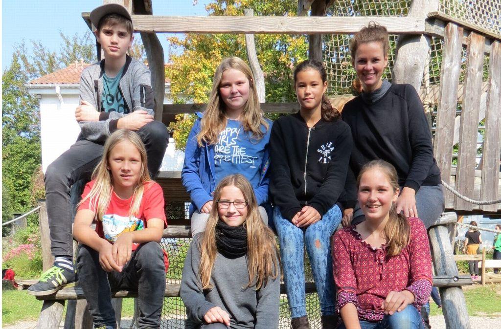 Gemeinsam mit der Lehrerin Christina Plückhahn (oben r.) haben die Schüler die Idee für ein Smoothbike entwickelt. Foto: Julia Bosch