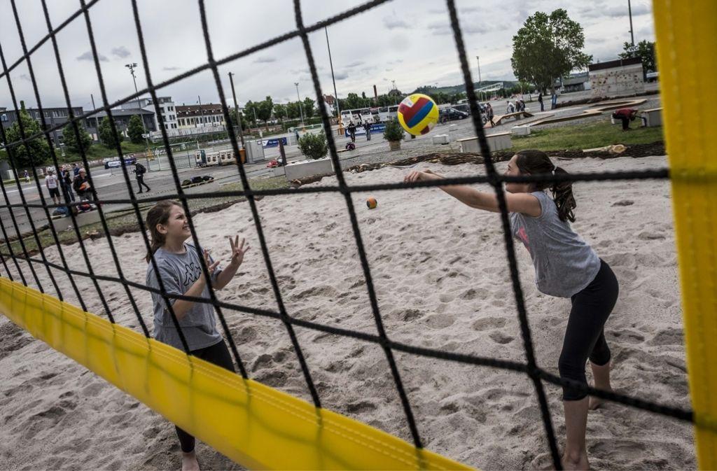 Beachvolleyball und andere Trendsportarten können Sportfreunde am Cannstatter Wasen ausprobieren. Klicken Sie sich durch unsere Bildergalerie. Foto: Lichtgut/Max Kovalenko