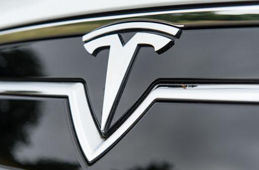 Tesla-Fahrer soll bei Tempo 140 geschlafen haben