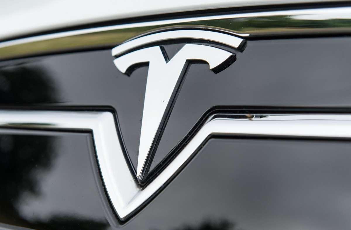 Der Fahrer des Tesla soll sich voll auf das Fahrassistenzprogramm verlassen haben. Foto: dpa/Patrick Seeger
