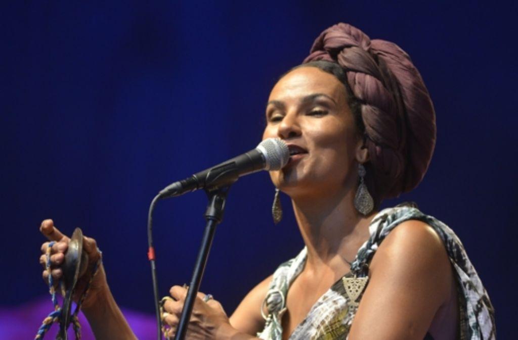 Auch beim Sommerfestival der Kulturen (hier die Sängerin Oum) auf dem Stuttgarter Marktplatz werden kulturelle Grenzen überwunden. Foto: Krishna Subramania