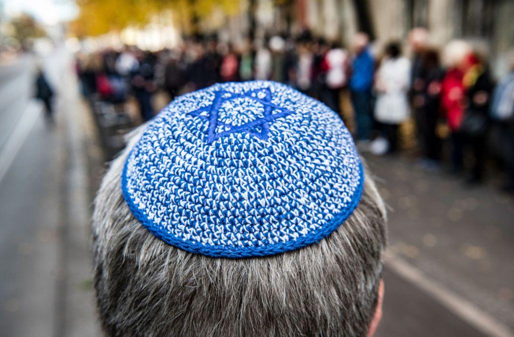 Wachsender Antisemitismus wird von einer überwältigenden Mehrheit der Bevölkerung wahrgenommen. Foto: dpa/Paul Zinken