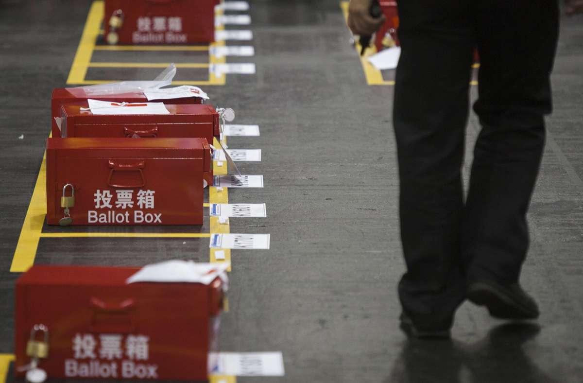 Die Wahl in Hongkong soll verschoben werden. Foto: dpa/Alex Hofford