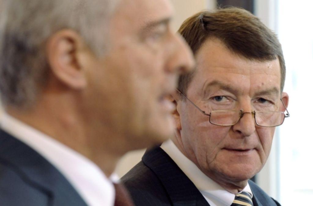 Der Bahnaufsichtsratschef Utz-Hellmuth Felcht (rechts, mit Verkehrsminister Ramsauer) soll den Parlamentariern Rede und Antwort stehen. Foto: dpa-Zentralbild