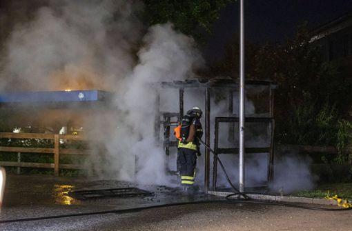 Polizei schließt Brandstiftung nicht aus – Zeugen gesucht