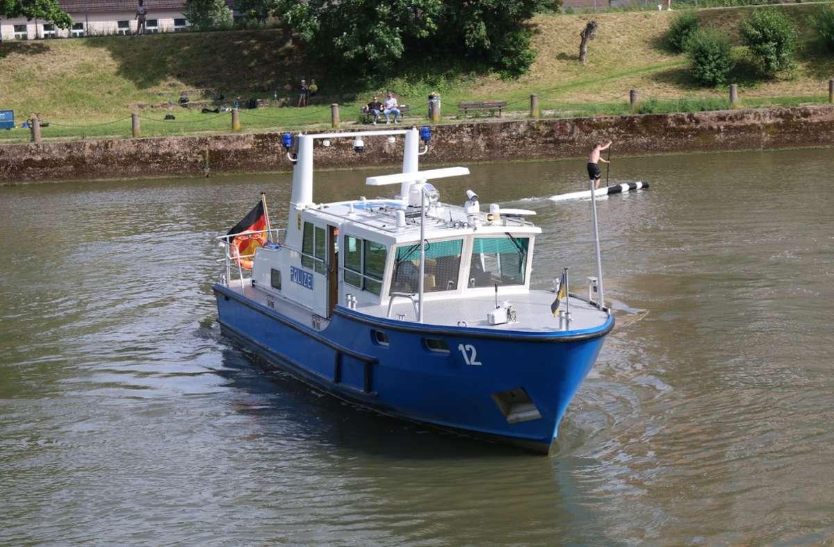 Die Wasserschutzpolizei sperrte den Neckar  kurzzeitig. Foto: SDMG//Pusch