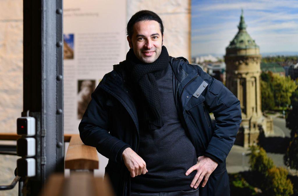 Meister der skurrilen Pose: der Mannheimer Comedian Bülent Ceylan begeistert seit vielen Jahren seine Fans. Foto: dpa