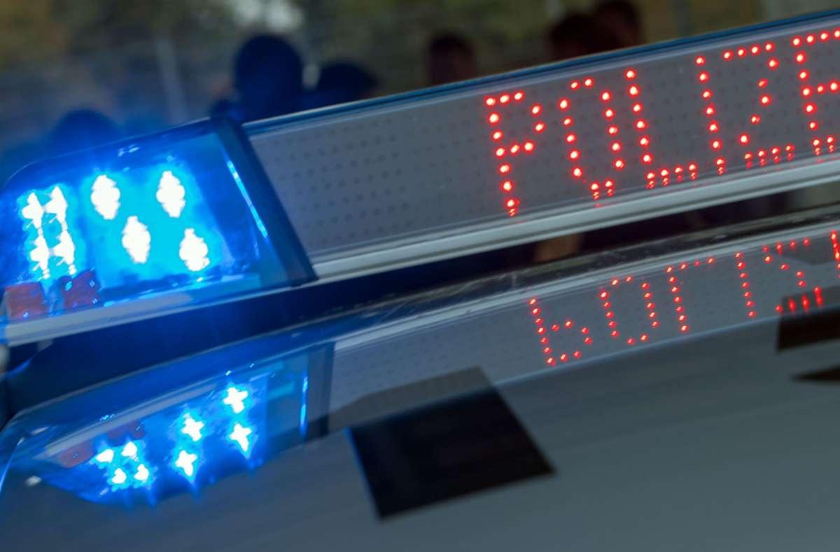 Laut Polizei ist ein 24-jähriger Autofahrer am Samstag in Esslingen geflüchtet, als er eine Polizeistreife entdeckt hatte. (Symbolfoto) Foto: picture alliance / Jens Büttner//Jens Büttner