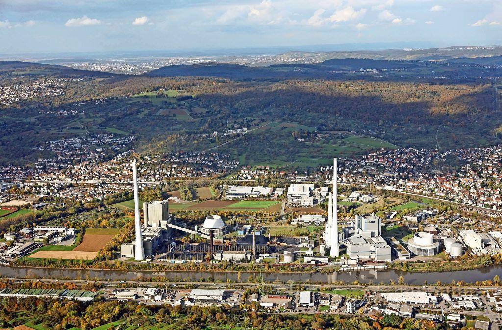 700 Millionen Mark hat der Bau des Kraftwerkblocks 1(links im Bild)   einst  gekostet. Jetzt wird die Anlage wegen mangelnder Rentabilität vom Netz genommen. Foto: Horst Rudel