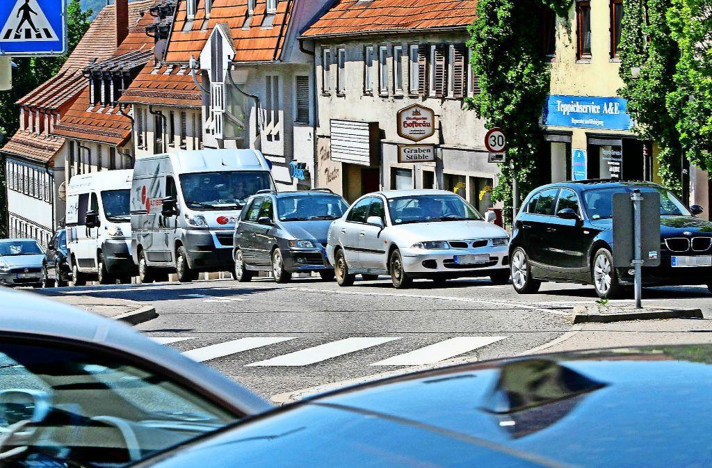 Die Grabenstraße ist ein stetiger Stau-Schwerpunkt in Leonberg. Foto: Archiv/factum