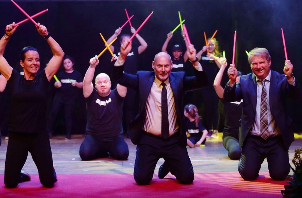 Beim Core-Drumming hat sich OB Martin Kaufmann  (Mitte) mächtig ins Zeug gelegt. Foto: Pressefoto Baumann