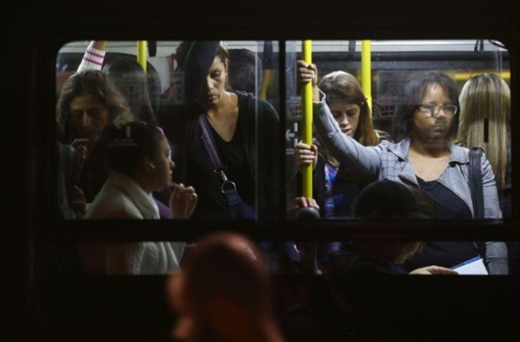 Seit Tagen streiken in Sao Paulo die U-Bahnfahrer. Die Busse sind brechend voll. Foto: Getty Images South America