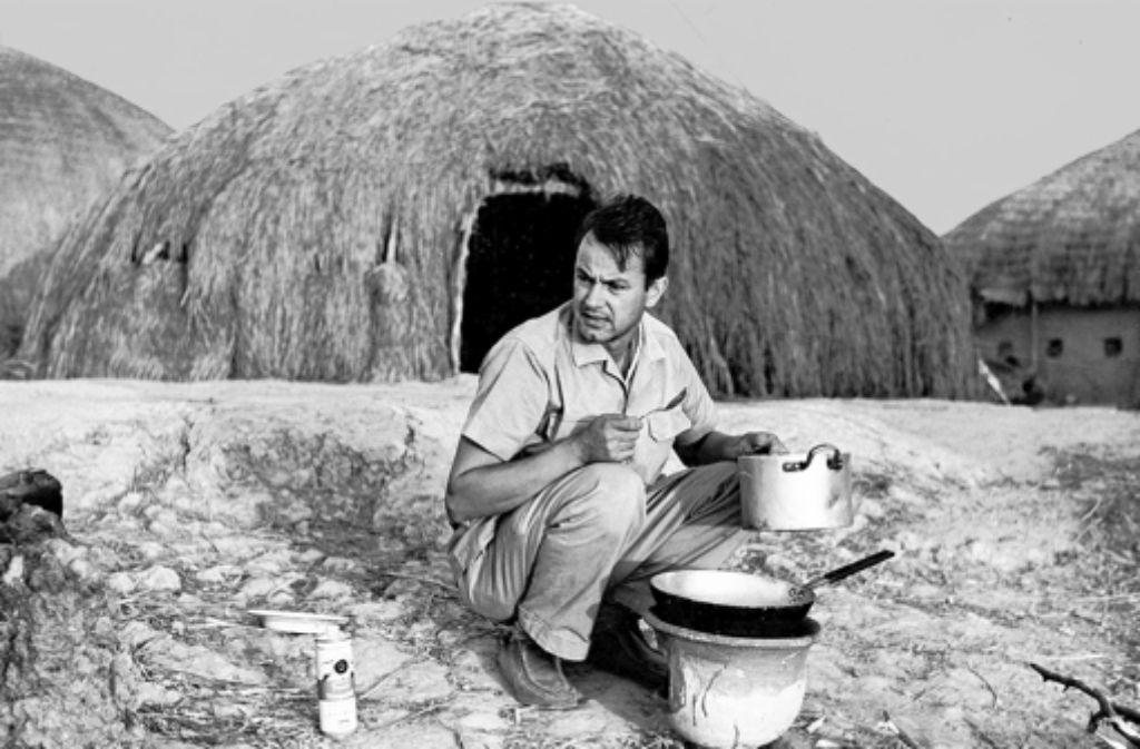 Schlenker vor einer Strohhütte am Niger Foto: Michael J. H. Zimmermann