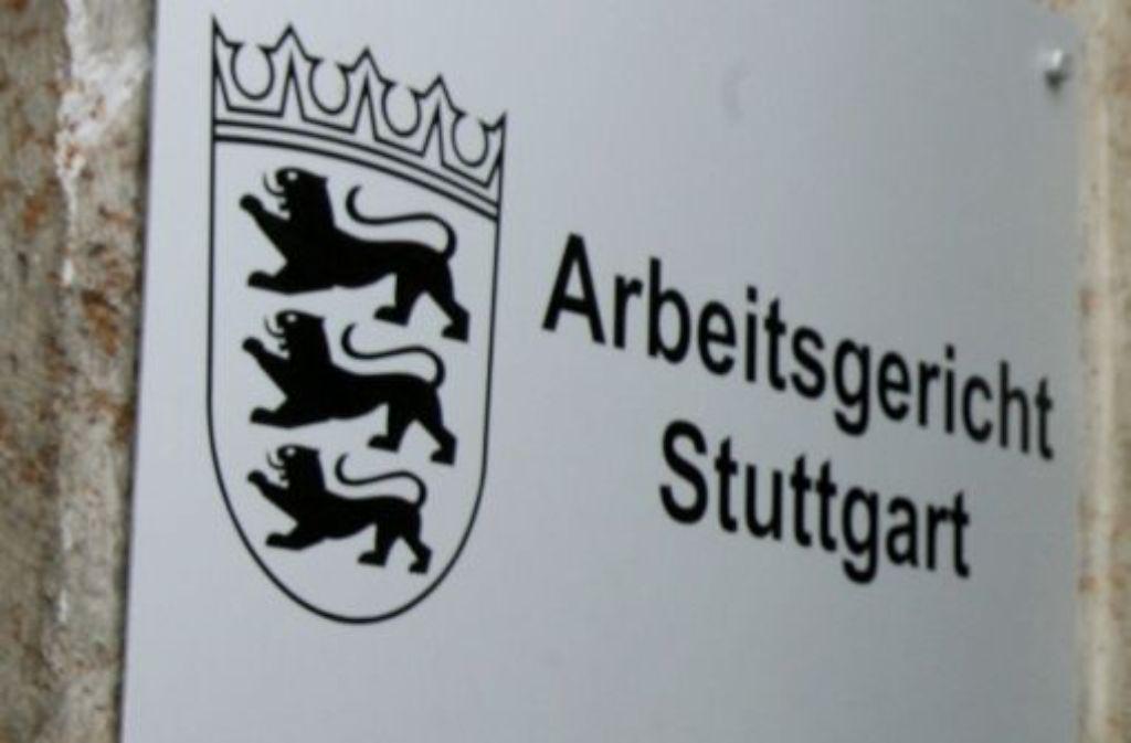 Der frühere Jobvermittler der Agentur für Arbeit, der in Stuttgart vor zwei Jahren zwei Prostituierte sexuell genötigt haben soll, hat sich vor Gericht bei den beiden Opfern entschuldigt. Foto: dpa
