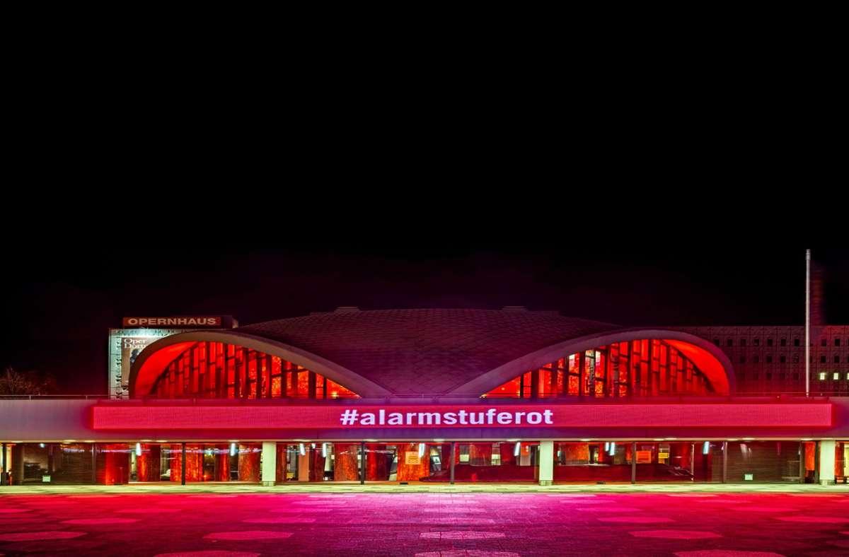 Landesweit sind seit Anfang November sämtliche Theater  geschlossen – auch  das in Dortmund. Der Schriftzug macht auf die Situation in der Kultur- und Veranstaltungsbranche aufmerksam. Foto: imago images/Olaf Döring