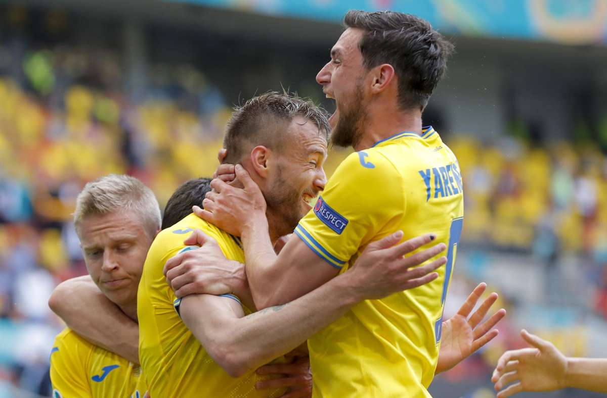 Die Ukraine hat Nordmazedonien bei der EM 2021 mit 2:1 besiegt. Foto: dpa/Robert Ghement