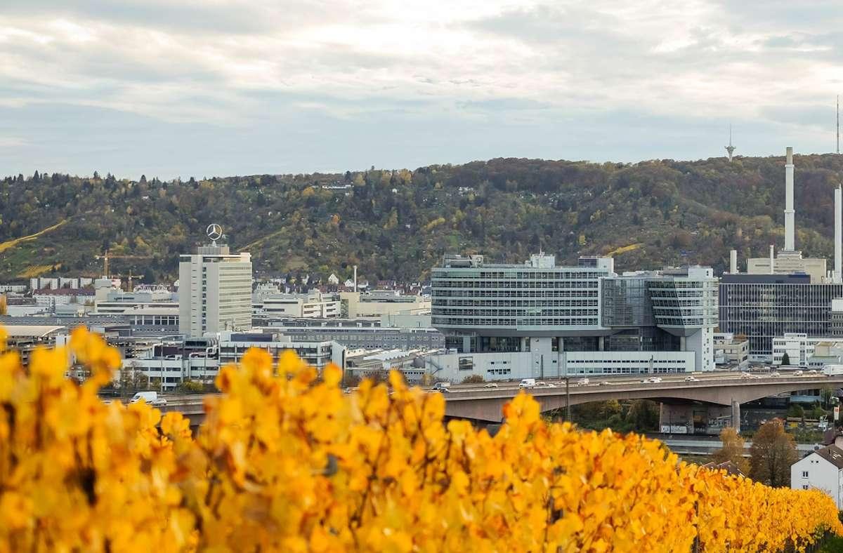 Die Daimler-Konzernzentrale in Stuttgart-Untertürkheim: Der Autobauer zahlt nun doch einen Corona-Bonus. Foto: Lichtgut/Max Kovalenko