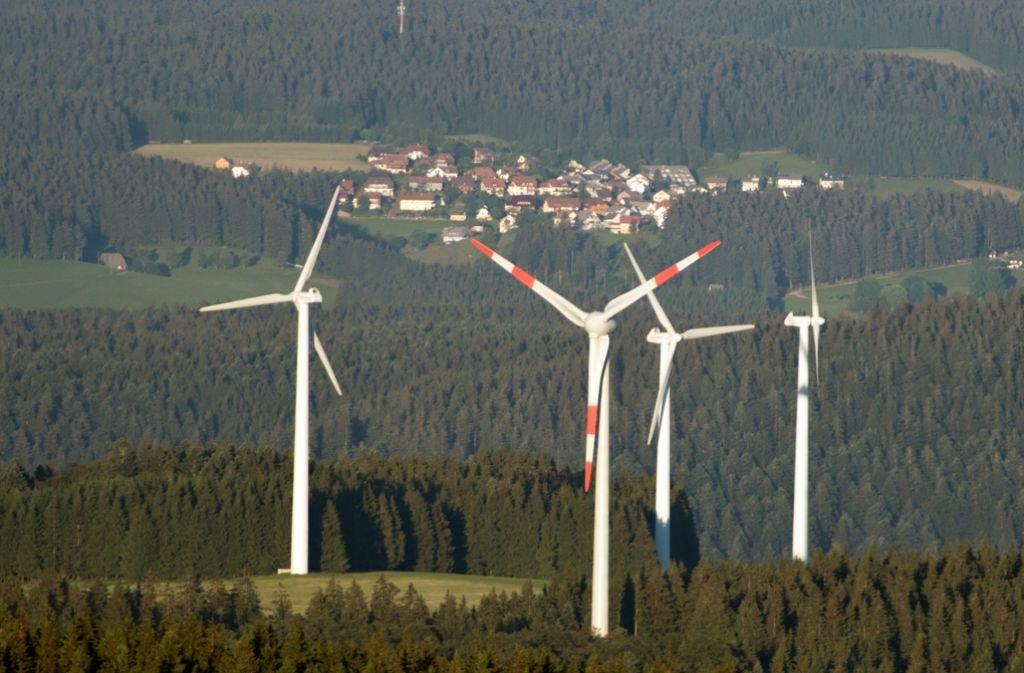 Ständiges Konfliktpotenzial: Windenergie in der Nähe von Ortschaften. Foto: dpa