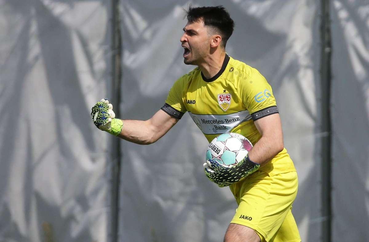 Er hat das Ding: VfB-II-Torwart Sebastian Hornung feiert seinen gehaltenen Elfmeter. Foto: Baumann