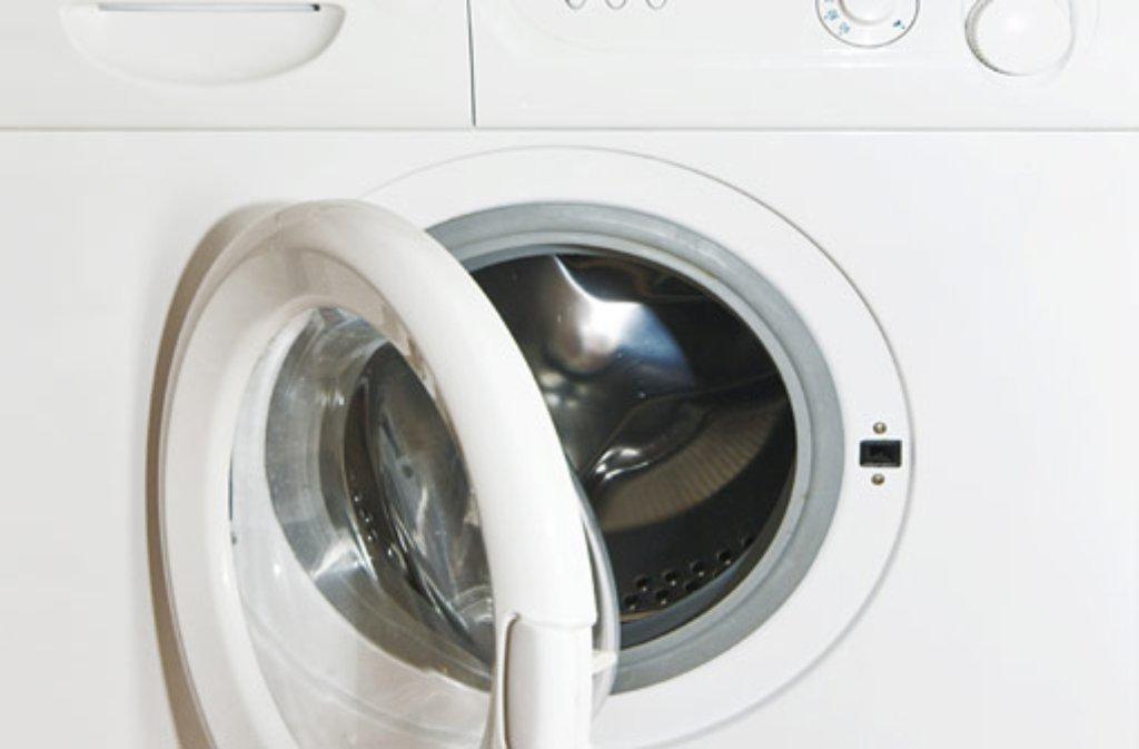 Eine ungewöhnliche Entdeckung macht ein Zeuge am Dienstagnachmittag in Remseck am Neckar: Nach einem lauten Knall findet er Teile einer Waschmaschine - über 60 Meter verstreut. (Symbolfoto) Foto: O. Bellini/ Shutterstock