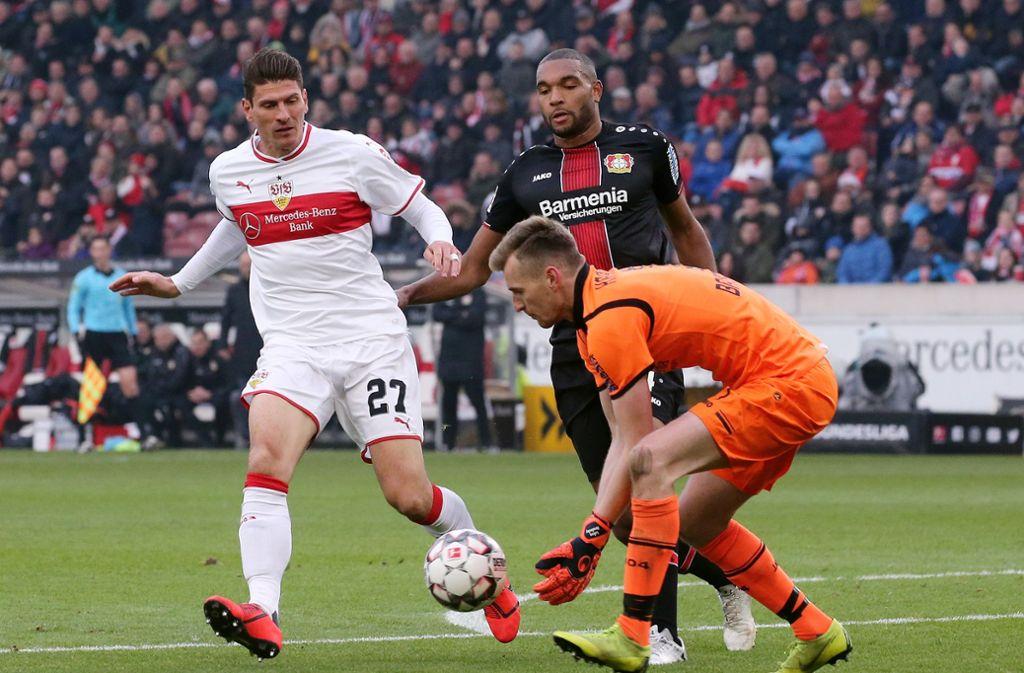 Steht Mario Gomez vom VfB Stuttgart gegen den FC Augsburg auf dem Platz? Foto: Pressefoto Baumann